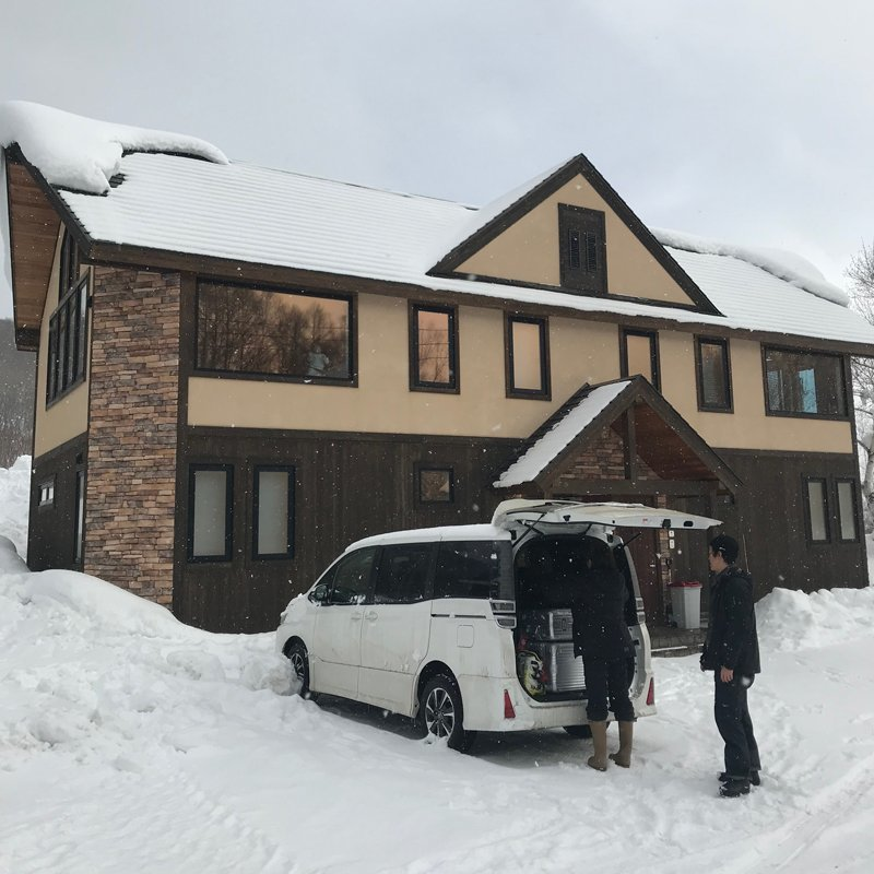 Kahi arriving at Hana & Joe townhouse in Niseko