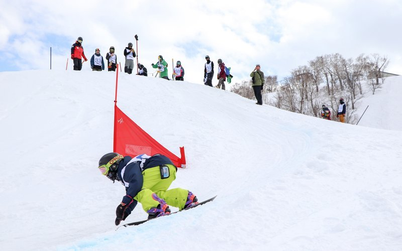 Child competing at HANAZONO Banked Slalom 2018