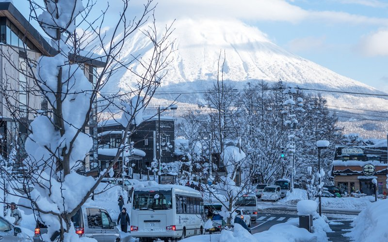 niseko hirafu intersection with mt yotei
