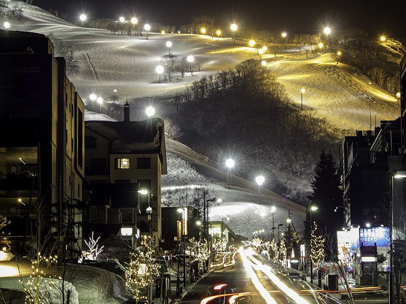 hirafu niseko intersection night skiing