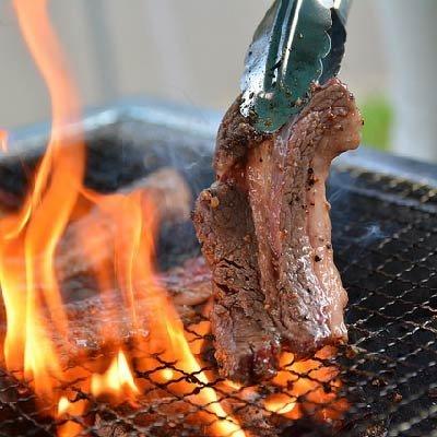 BBQでグリルされる肉