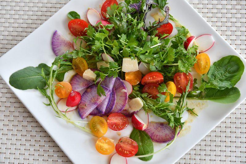 ニセコの新鮮な野菜で作ったサラダ