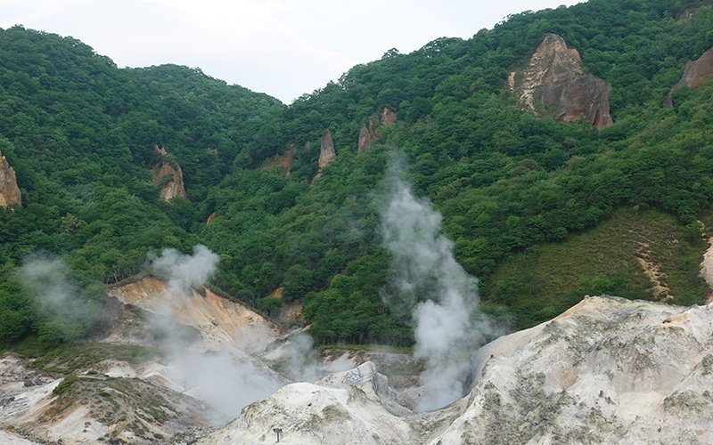 hokkaido road trip hell valley smoke
