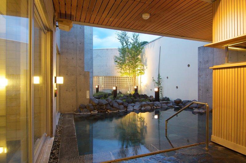 ニセコ駅前温泉綺羅の湯の露天風呂