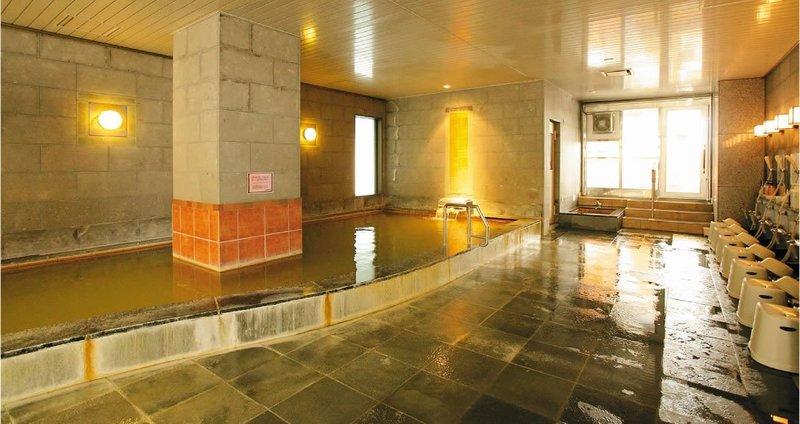 ニセコのアルペンホテルの大浴場、内風呂