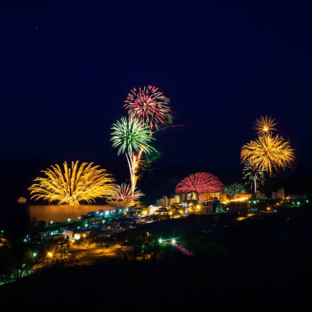 Daily Fireworks at Lake Toya!