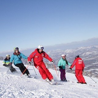 Choosing a ski school in niseko small