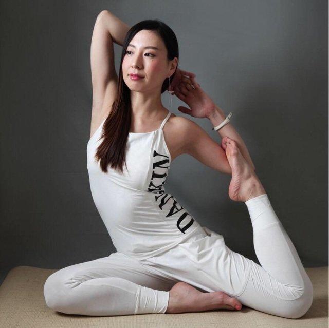 Ashtanga yoga practice with tsutomu yonashiro medium